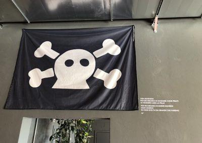 la bandiera e il motto per non dimenticare